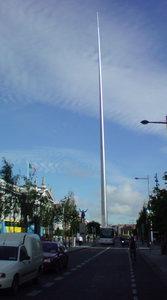 特に意味はないですが、2008年に ダブリンに行った時に撮った 市街中心部にあった不思議な塔の写真を 引っ張り出してみました。